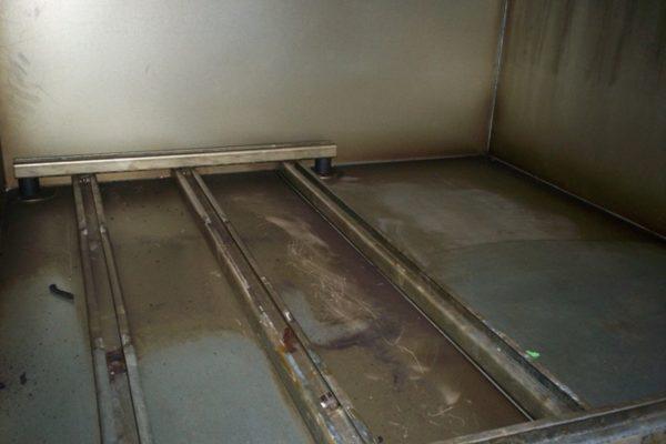 Lüftungskasten vor der Proper Reinigung